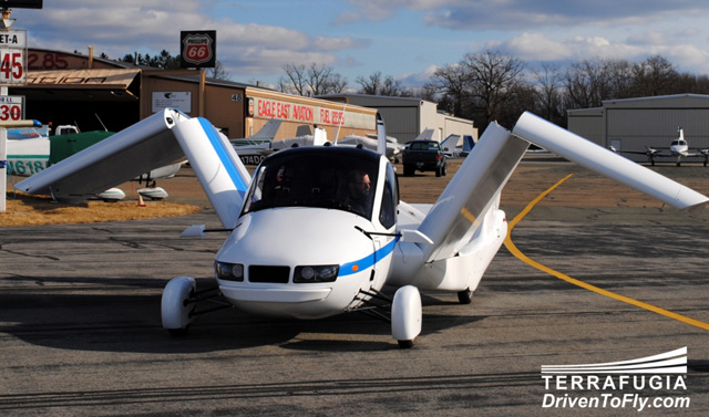 terrafugia flying car 04